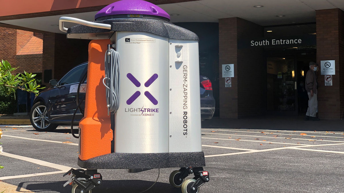 Cleaning robot disinfects hospital rooms