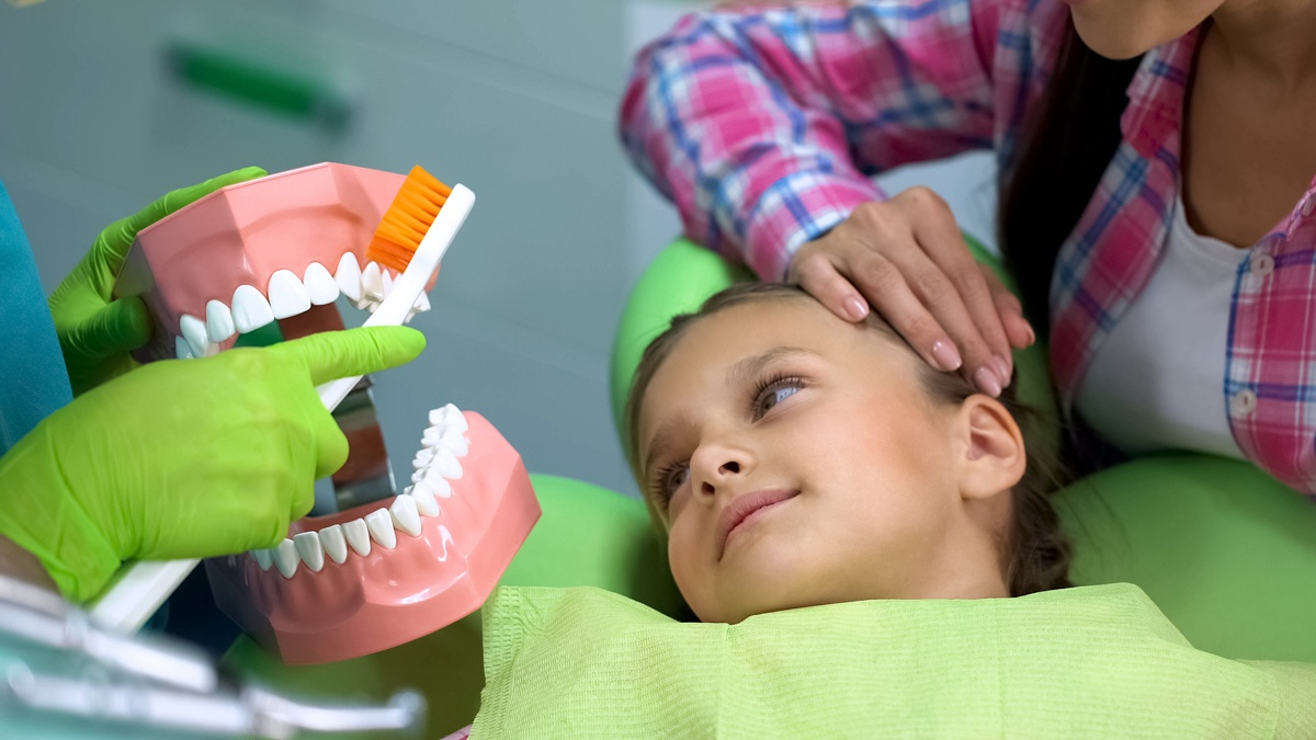 Girl visiting dentist due to cavities